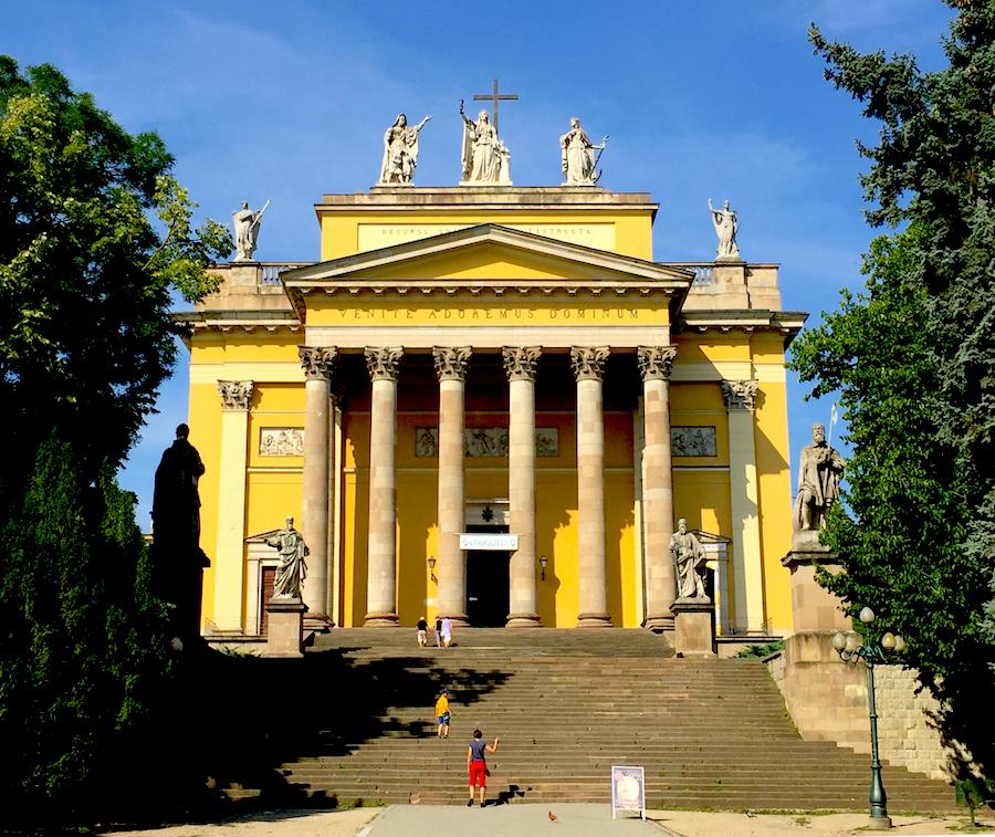 Eger, Basilica.